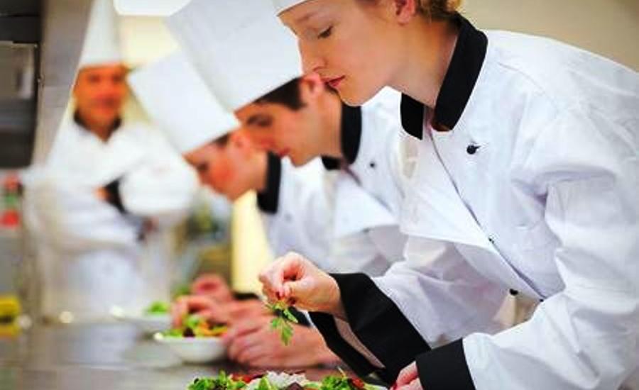 Il mondo del Food non è mai in crisi: interessanti opportunità di lavoro per chef, aiuto chef, commis di sala e direttore di sala