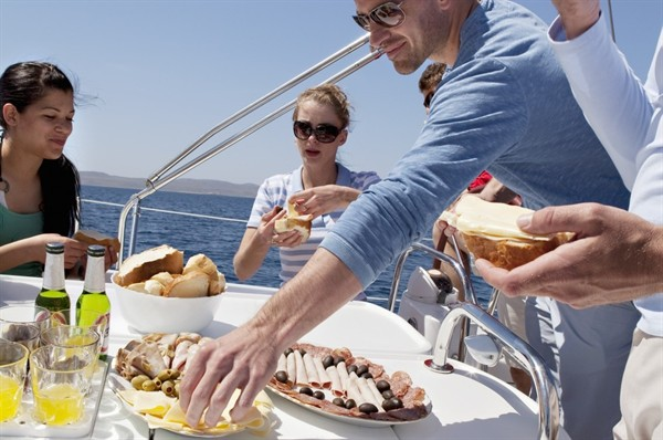 Tutto a bordo con Grangusto: la spesa per la cambusa arriva direttamente in barca