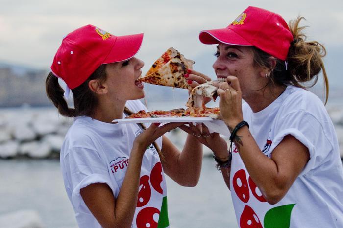 Parte oggi fino al 6 settembre Napoli Pizza Village, il Lungomare Caracciolo sede del Torneo Caputo