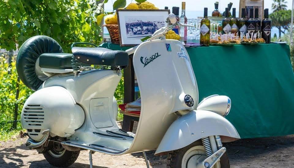"""Partono i """"Vespa Food Tasting Tour"""": tra i vicoli di Napoli alla scoperta degli antichi segreti della cucina partenopea"""