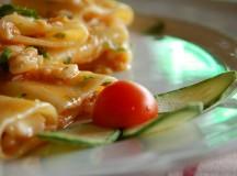 Calamarata con cicale di mare, crema di melanzane e pane saporito