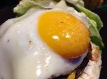 """Da Fame Burger il """"panino"""" con chianina e occhio di bue"""