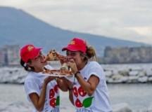 Napoli Pizza Village, dal 17 al 25 giugno: 9 giorni sul lungomare, con pizza a pranzo nei weekend, il 16° Campionato Mondiale del Pizzaiuolo-Trofeo Caputo. Francesco Gabbani ospite d'onore sul palco condotto da RTL 102.5
