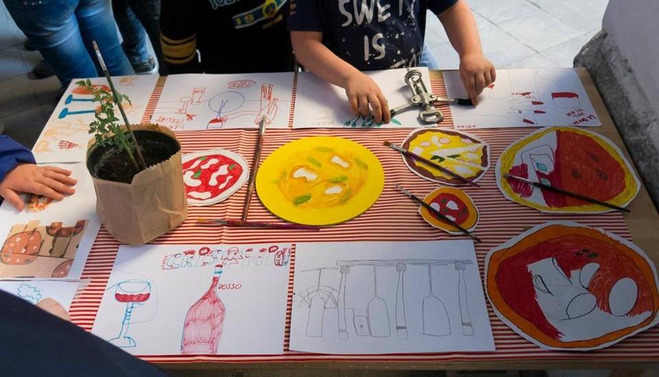 Pizza per magnà contenitore da asporto con i disegni dei bambini 30 pizzaioli aderiscono al progetto solidale